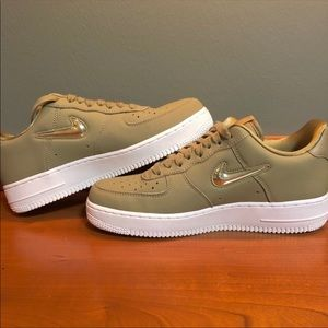 Women's Nike 9.5 Olive Air Force 1 '07 Premium LX